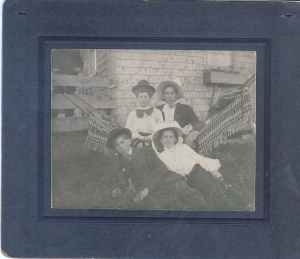 Mae Kerr:Raber:1909:hats