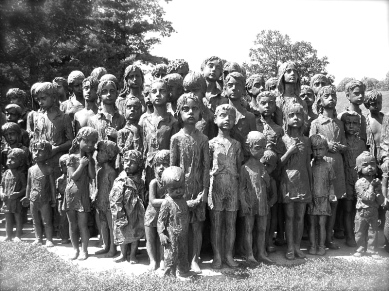 Memorial_lidice_children_(2007)-commons
