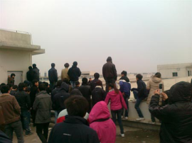 foxconn-workers-on-strike-wuhan-2012
