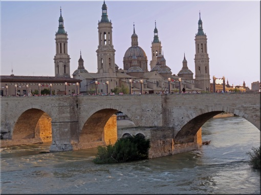 Basilica del Pilar on the other side of the Roman bridge