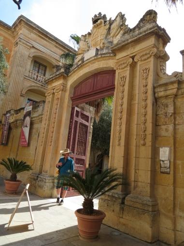Malta gate